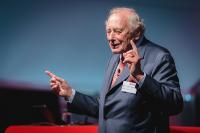 Prof. Dr. h. c. mult. Reinhold Würth unterstrich, wie wichtig der Mensch in der Industrie 4.0 ist.