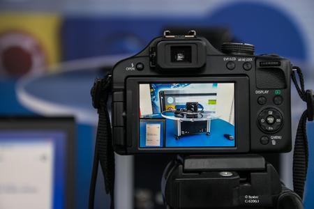 Dank eines universellen Fernauslösekabel-Systems lassen sich nahezu alle gängigen Kameramodelle mit dem Fotografie-Drehtisch FD360 verbinden
