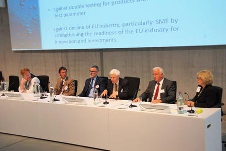 In 2015, representatives from the EU Commission and European umbrella associations discussed European implementation of the Drinking Water Directive. This directive requires member states to guarantee the hygienic safety of materials and products that come into contact with drinking water / Image: Deutsches Kupferinstitut Berufsverband e.V.