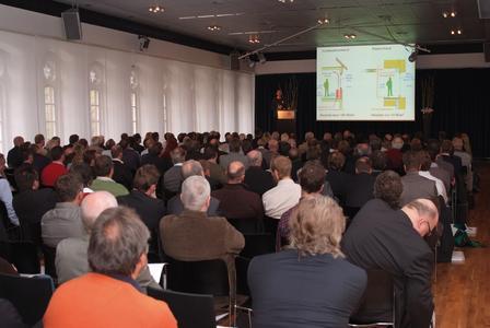 Mehr als 200 Teilnehmer haben das Symposium besucht und neben den hochinteressanten Vorträgen die Exkursion zur Schaufelder Straße unternommen