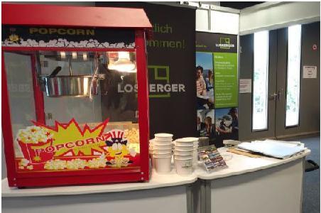 Aussicht auf tolle Ausbildungsmöglichkeiten und frisches Popcorn am Losberger Stand / Photo: Losberger GmbH