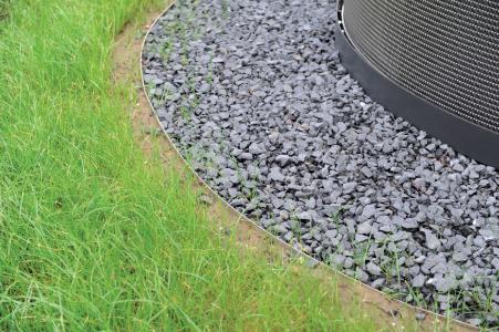 Die flexiblen Beeteinfassungen der Firma Richard Brink sind ein Allround-Produkt zum Abgrenzen unterschiedlicher Bodenbereiche und passen sich jeglicher Form an