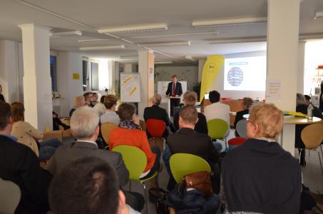 Dr. Alexander Schmid-Lossberg begeisterte mit seinem Vortrag im Innovation Lab der HSW