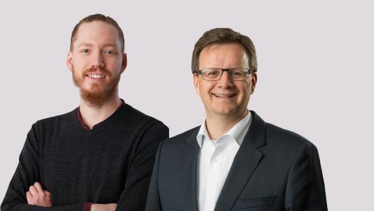 Die Geschäftsführer (v. l.) Maximilian Erdmann (Vaira UG) und Markus Becker (Berthold Becker Büro für Ingenieur- und Tiefbau GmbH) freuen sich auf die Zusammenarbeit. (© Vaira UG)