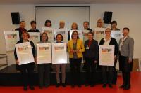 Gruppenbild Leiterinnen mit Staatsekretärin KatrinSchütz (Copyright: Jutta Bogdol)