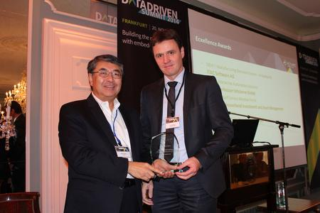 "Peter Bollinger (r), CEO of iTAC Software AG, accepted ""BIRT Excellence Award 2014"""