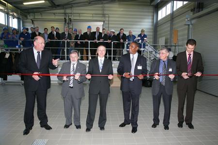 Neue Dyneon Produktionsanlage eingeweiht