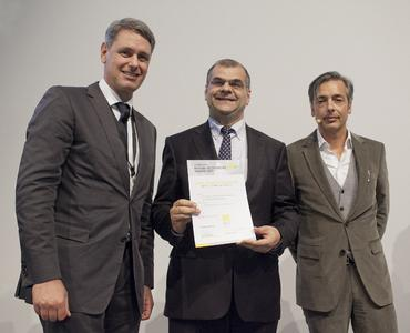"""Dr.-Ing. Yashar Musayev (middle), Director of the Coatings Center at Schaeffler, accepted the """"Materialica Design + Technology Award 2012"""" in the category """"Sur-face + Technology"""" from Robert Metzger (left), MunichExpo GmbH, and Christian Labonte, Audi AG (Photo: MunichExpo GmbH)."""
