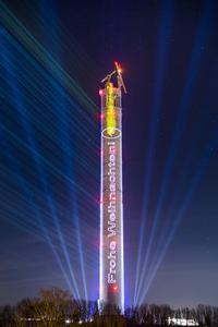 Testturm geht ein Licht auf: thyssenkrupp präsentiert größte Kerze der Welt