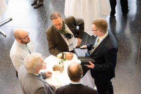 Auch Geschäftsführer Jürgen Heimbach steht Interessenten und Kunden für Gespräche und Fragen zur Verfügung