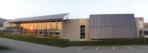 Solare Spitzentechnik basiert auf permanenter Innovation: Das Sonnenkraft Forschungs- und Entwicklungszentrum im österreichischen St. Veit.