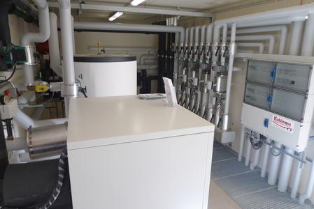 """Die 63 kW Wärmepumpen-Anlage im sogenannten """"Energietempel"""" des Galileoparks"""