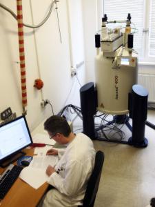 NMR-Gerät bei der QSI in Bremen