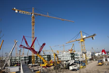 Seit zwei Wochen laufen die Aufbauarbeiten auf dem Freigelände der Messe München, ab heute startet der Aufbau für die Aussteller in den Hallenbereichen