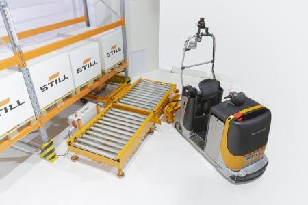 Das Herzstück der automatisierten STILL Routenzuglösung sind der automatisierte Standard E-Rahmen und die Übergabestationen / Foto: STILL GmbH