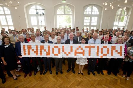 Auf dem Wissensfabrik-Forum trafen sich am Mittwoch rund 180 Mitglieder des deutschlandweiten Netzwerks bei der B. Braun Melsungen AG in Morschen (Bildnachweis: Wissensfabrik - Unternehmen für Deutschland e.V.)