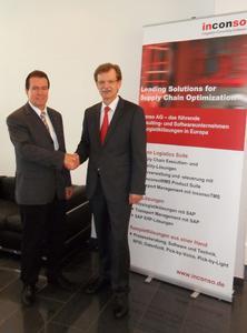 Bildunterschrift: Bertram Salzinger, (l.) Vorsitzender des Vorstands der inconso AG, und Dr. Oswald Römer, Geschäftsführer der pdv TAS, nach Vertragsunterzeichnung