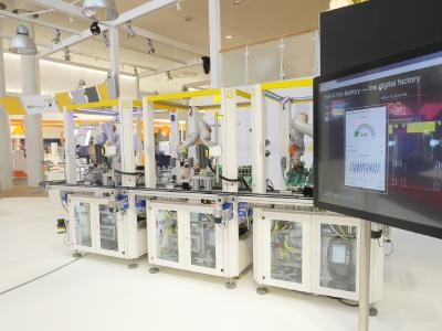 The HARTING exhibition stand with the HARTING HAII4You production plant: A uniform standard simplifies cloud-spanning communication