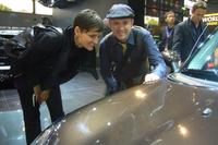 On trend-recherche at the Paris Motor Show: the designer of  BASF Coatings Eva Höfli and Mark Gutjahr.