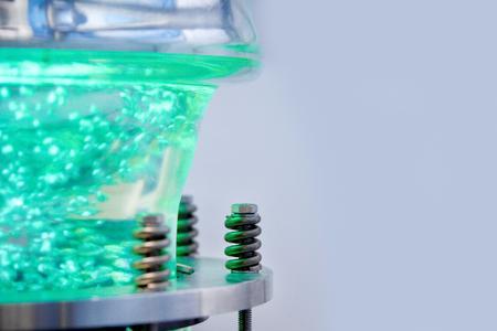 Die UV-Tauchreaktoren  für photochemische Prozesse sind mit speziellen Mitteldruckstrahlern von Heraeus Noblelight ausgestattet. Sie können auch bei Prozesstemperaturen von bis zu minus 15 Grad Celsius zur Synthese eingesetzt werden, Quelle: Heraeus