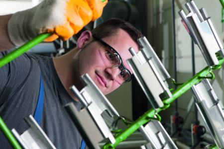 Die europäische Chemikalienpolitik ist insbesondere für die kleinen und mittleren Unternehmen der deutschen Galvano- und Oberflächentechnik existenzgefährdend. (Bild: ZVO)