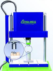 Servopneumatische Prüfmaschine vom Typ TP 5 kN HF für die dynamische Bauteil- und Werkstoffprüfung in der Dentaltechnik
