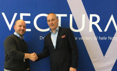 Christian Granlund (links), CEO bei Vectura AS, und Andy Blandford, Senior Vice President & Managing Director Dematic Northern Europe, freuen sich auf die Zusammenarbeit. (Foto: Dematic)