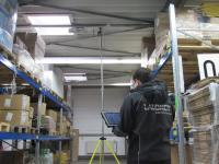 Ein Mitarbeiter der Andreas Laubner GmbH während der Funkausleuchtung.