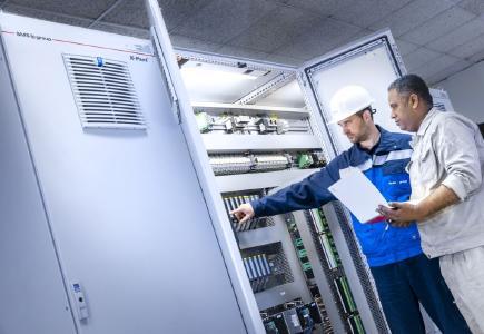 X-Pact®-Automationsschrank bei Al Ezz Dekheila Steel Company (EZDK)