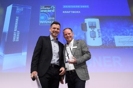 Übergabe des Preises an Herrn Dirk Büttner von der Axiotherm GmbH  © Gerrit Sonnenrein, Axiotherm GmbH