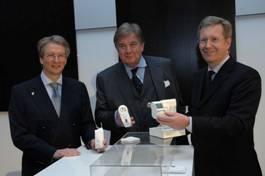 von links: Prof. Heinz-Gerhard Redeker, Vorstandsvorsitzender ELV Elektronik AG – Christian Wulff, Ministerpräsident Niedersachsen