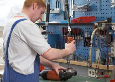 Elf erfahrene Mitarbeiter sorgen bei der FEIN Service Gesellschaft für hohe Qualität und kurze Reparaturzeiten