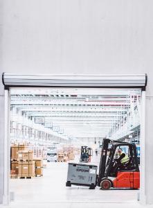 Knapp 200 Logistikmitarbeiter sind im Versandzentrum beschäftigt und sorgen dafür, dass die Produkte pünktlich bei den Kunden ankommen / Foto: Philipp Reinhard