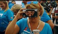 Unverzichtbares Accessoire für EKS-Fans: die VR-Brille von KYB