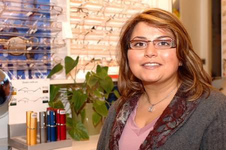 Gülcan Urul hat sich als erste türkischstämmige Optikermeisterin in NRW selbständig gemacht