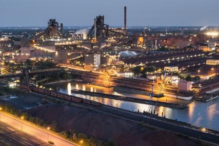 Aus kleinsten Anfängen vor 126 Jahren hat sich ein riesiges Produktionswerk für Qualitätsflachstahl entwickelt. Duisburg ist nach wie vor der größte Stahl-Standort in Europa