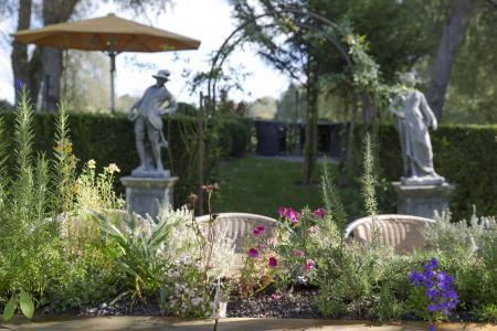 Die Gartenmanufaktur lädt innen und außen zu einem erholsamen Aufenthalt ein (Foto: Caparol Farben Lacke Bautenschutz/Martin Duckek)