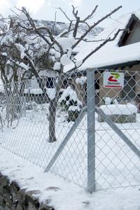 Zaunbau im Winter