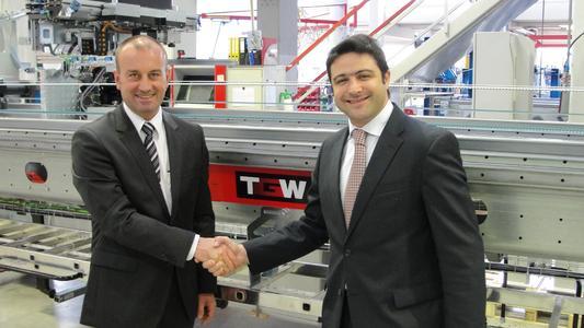 The start of a successful merger of TGW and CSI in Brazil – Georg Kirchmayr, TGW president, and Fábio Malvesi, president CSI (Source: TGW Logistics Group GmbH)