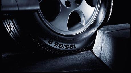 Der billigste Blechschaden ist teurer als der Austausch eines defekten Reifens