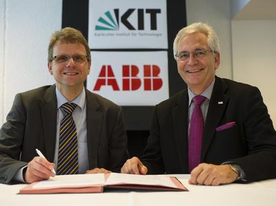 Freuen sich über die vereinbarte Zusammenarbeit: KIT-Vizepräsident Dr. Peter Fritz (rechts) und ABB-Vorstandsvorsitzender Dr. Peter Terwiesch