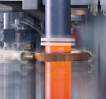 Energiequelle, Kühlsystem sowie Prozesszelle befinden sich bei der eldec MIND-M platzsparend auf einem gemeinsamen Maschinenständer