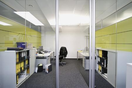 Die neuen Büroräume der Firma Köhler in Frankfurt sind in apfelgrün und weiß gehalten und durch viel Lichteinfall geprägt. Kaum vorstellbar, dass hier einst eine Schreinerei untergebracht war, Foto: Caparol Farben Lacke Bautenschutz/Claus Graubner