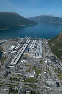 Die Aluminiumfabrik von Norsk Hydro in Skandinavien: Außenwandbekleidung mit rund 300.000 EJOT Cronimaks sicher befestigt