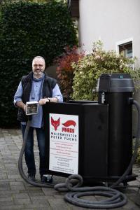 Innovation aus dem Handwerk: Die von Malermeister Peter Fuchs entwickelte mobile Filteranlage filtert das bei der Fassadenreinigung anfallende Schmutzwasser so effizient, dass es nach der Reinigung bedenkenlos in die Kanalisation oder in die Natur entsorgt werden kann. Foto: EFA