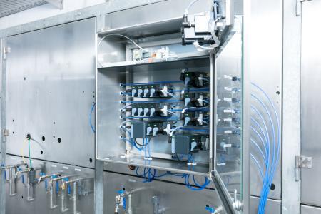 Das Online-Analyse-System Typ 8905 unterstützt Wasserversorger bei der Überwachung aller wichtigen Wasserparameter und der Einhaltung der entsprechenden Richtlinien / Quelle: Bürkert