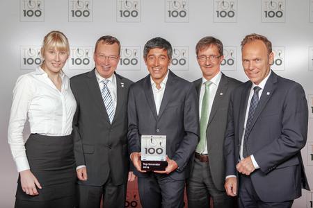 CURSOR-Vertreter empfangen die Auszeichnung  zum Top-Innovator 2014. Von links: Anne-Christin Rühl (Auszubildende/StudiumPlus), Thomas Rühl (Vorstandsvorsitzender), Ranga Yogeshwar, Stefan-Markus Eschner (Leiter Pro-duktmanagement) und Andreas Lange (Leiter Vertrieb). Foto: compamedia