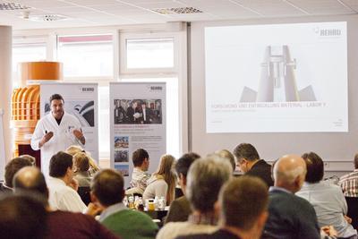 Nahwärme als wirtschaftliche Alternative: REHAU lud zu erfolgreichem Seminar nach Erlangen