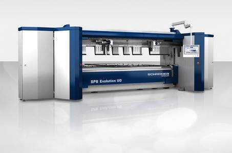 Schwenkbiegemaschine SPB Evolution UD mit neu entwickeltem Werkzeugwechsler / Bildquelle: Schröder Group