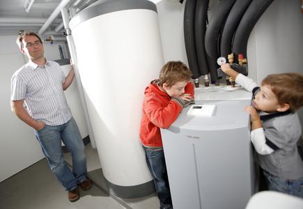 Wer sich bis zum 31. März für eine Wärmepumpe von STIEBEL ELTRON entscheidet, erhält zusätzlich zu den Fördergeldern der Bundesregierung einen Umweltbonus in Höhe von 300 Euro